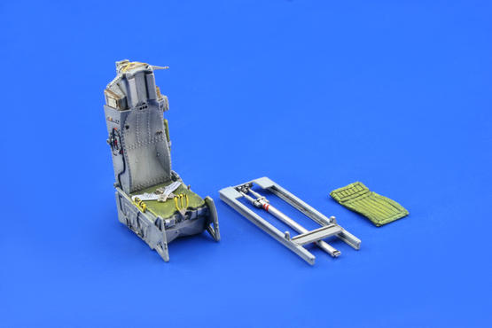 F-16 early seat  1/48 1/48  - 2